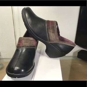 Privo by Clarks Clogs Black Leather Women Shoes.
